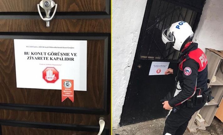 Ayvalık'ta koronavirüs vakaları olan evlere 'ziyarete kapalı' yazısı