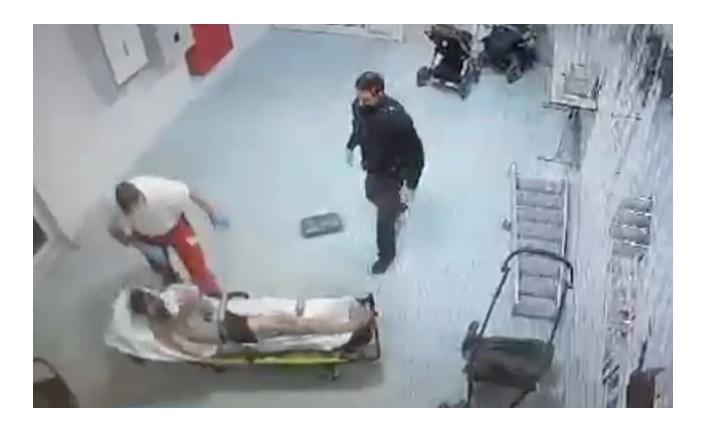 Almanya'da sağlık görevlisinden sedyede yatan Suriyeli sığınmacıya yumruk