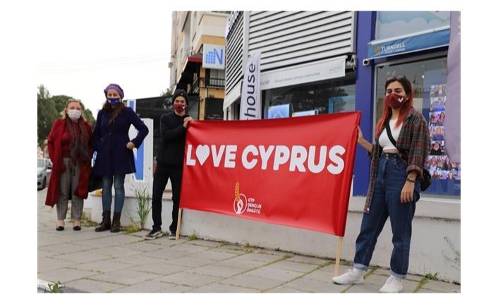 """CTP GENÇLİK ÖRGÜTÜ ÜÇ ŞEHİRDE EŞ ZAMANLI """"LOVE CYPRUS"""" SLOGANIYLA EYLEM DÜZENLEDİ"""