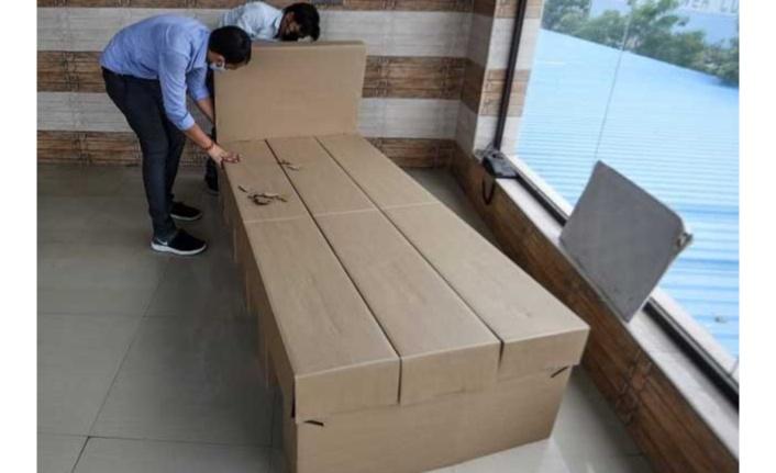 Hindistan'da karton yataklı Kovid-19 bakım merkezi kuruldu