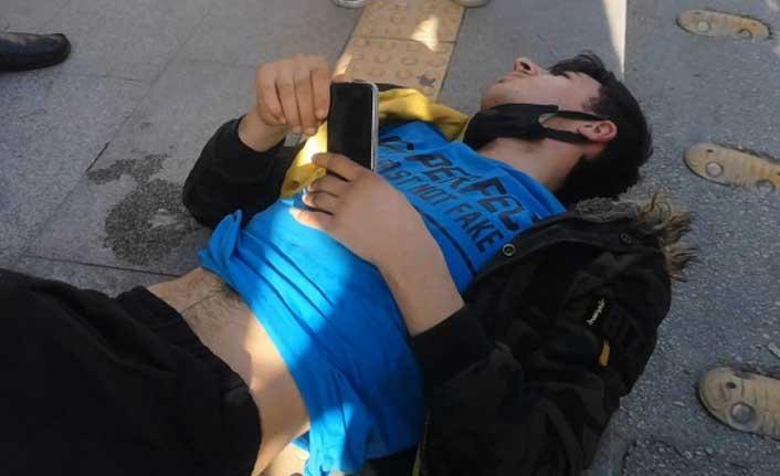Kazada acısını unuttu kırılan telefonuna üzüldü