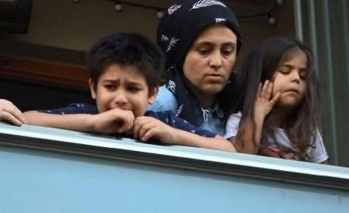 Çocuklar Ağlayarak Kurtarılmayı Bekledi
