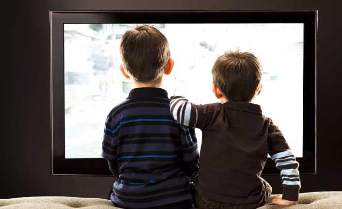Çocuklar hangi yaşta ne kadar televizyon seyretmeli?