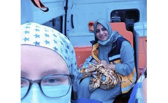 Dünyaya gözlerini ambulansta açtı