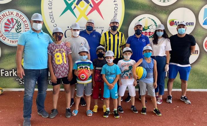 KKTC Fenerbahçeliler Derneği'nden Özev'e Bağış