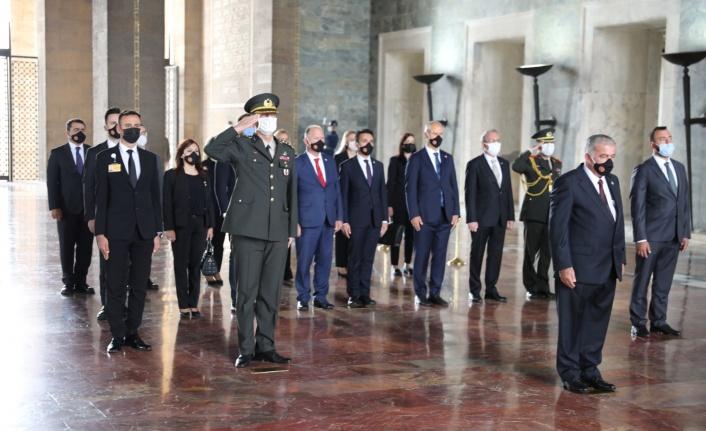 Meclisi Başkanı Önder Sennaroğlu, Anıtkabir'i ziyaret etti.