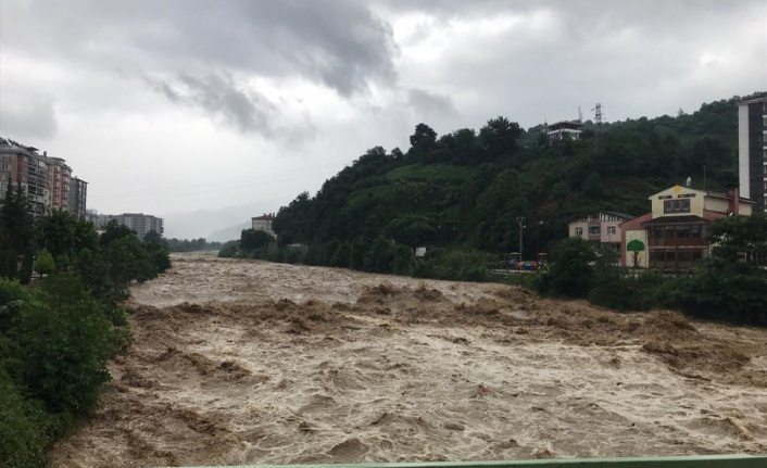Doğu Karadeniz'de sağanak yağış etkisini gösterdi