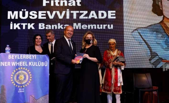 """Ersin Tatar eşi Sibel Tatar ile birlikte, """"Kıbrıs'ın Öncü Türk Kadınları"""" isimli kitabın tanıtım etkinliğine katıldı"""