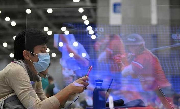 Herkes 'Delta' derken sinsice yayıldı... Bağışıklığı atlatıyor, aşılar durduramıyor!