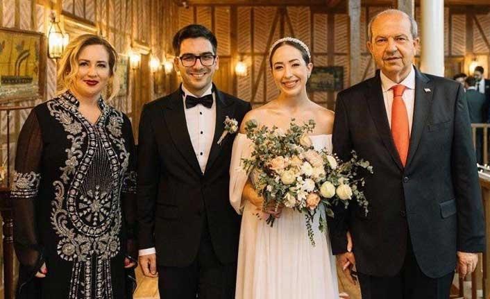 Ersin Tatar'ın kızı Cansu Tatar düğün evine girdi