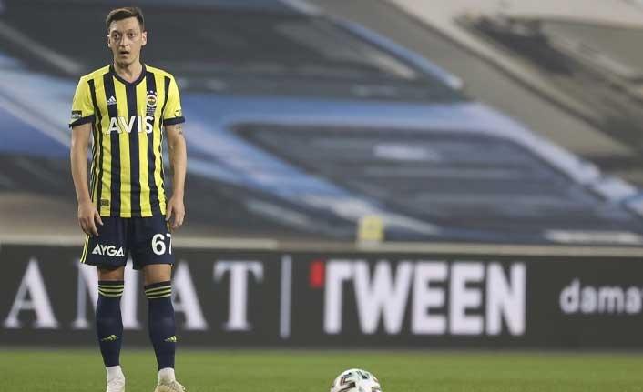 Fenerbahçe'de Mesut Özil kendine takım bakıyor iddiası