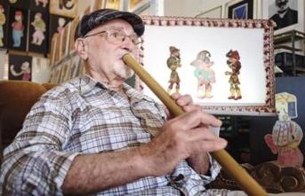 KKTC'de Karagöz Ve Hacivat İle Özdeşleşen Sanatçı Ertuğ, Sevenleri Tarafından Sevgiyle Yad Ediliyor