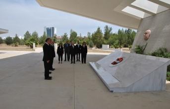 Sanayi odası yeni yönetimi atatürk anıtı, dr. Küçük ve denktaş mozolelerine çelenk koydu
