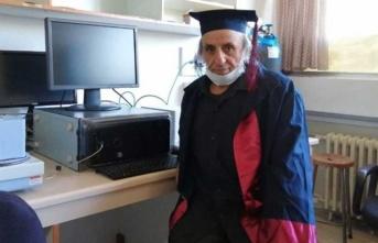 33 yıl önce kazandığı üniversiteden mezun oldu