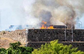 Gazimağusa'da  MTG Canbulat Stadyumu Üzerinde Bulunan Burçlarda Kuru Otlar Alev Aldı