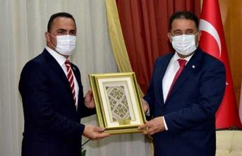 Başbakan Saner Beyoğlu Belediyesi  Ve Okçular Vakfı Başkanı  Yıldız'ı Kabul Etti