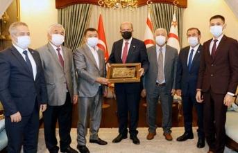 Cumhurbakanı Tatar, Kırgızistanlı İş İnsanı Salymbekov'u Kabul Etti