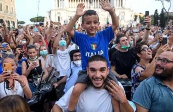 EURO 2020 şampiyonluk kutlamalarının ardından Roma'da koronavirüs vakaları 5 kat arttı