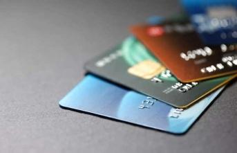 Ev arkadaşının kredi kartını çaldı