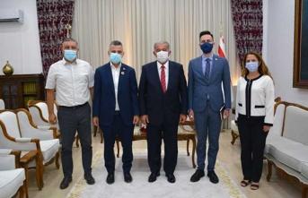 Meclis Başkanı Sennaroğlu Londra Türk Toplumu Futbol Federasyonu Heyetini Kabul Etti