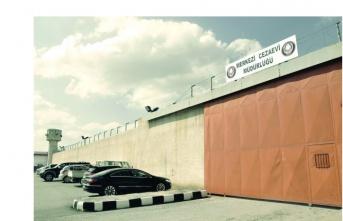 Mahkûm ve tutukluların tedirginliği sürüyor Davalar 10 gün ertelendi!