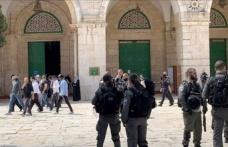 İsrail Polisi Korumasındaki Onlarca Fanatik Yahudi, Mescid-İ Aksa'ya Baskın Düzenledi