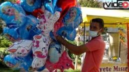 Antalyalı baloncunun yürekleri burkan mezarlık ziyareti