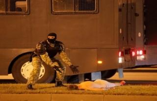 Belaruslu emniyet görevlisi, protestoların en çok...