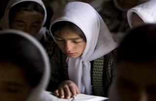 Afganistan'da 'kız çocukları şarkı...