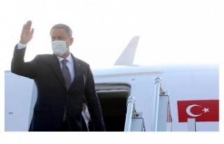 Akar'ın bulunduğu uçak acil iniş yaptı