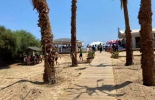 Kapalı Maraş'ta 500 metrelik plaj ziyaretçi...
