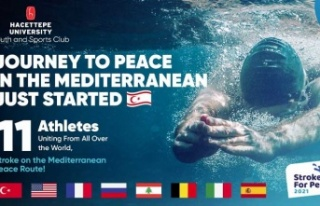 Yabancı ve Milli Yüzücüler Akdeniz'de Barış...
