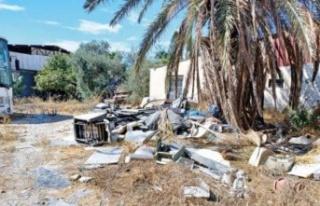 Larnaka'daki Türk mahallesi bakımsızlıktan yıkılmak...