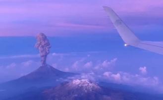 Volkanlardan Saçılan Küller, Yüzlerce Kilometre Uzaktaki Uçakları Düşürebilir!