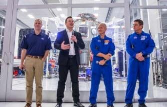 NASA, AY'A GİDECEK İNSANLI KAPSÜLÜN İNŞASI İÇİN ELON MUSK'I SEÇTİ