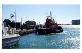 Yunanistan'da göçmenleri taşıyan tekne battı