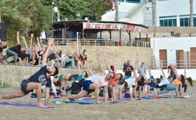 Dünya Yoga Günü Dolayısıyla Kervansaray Halk Plajı'nda Yoga Etkinliği